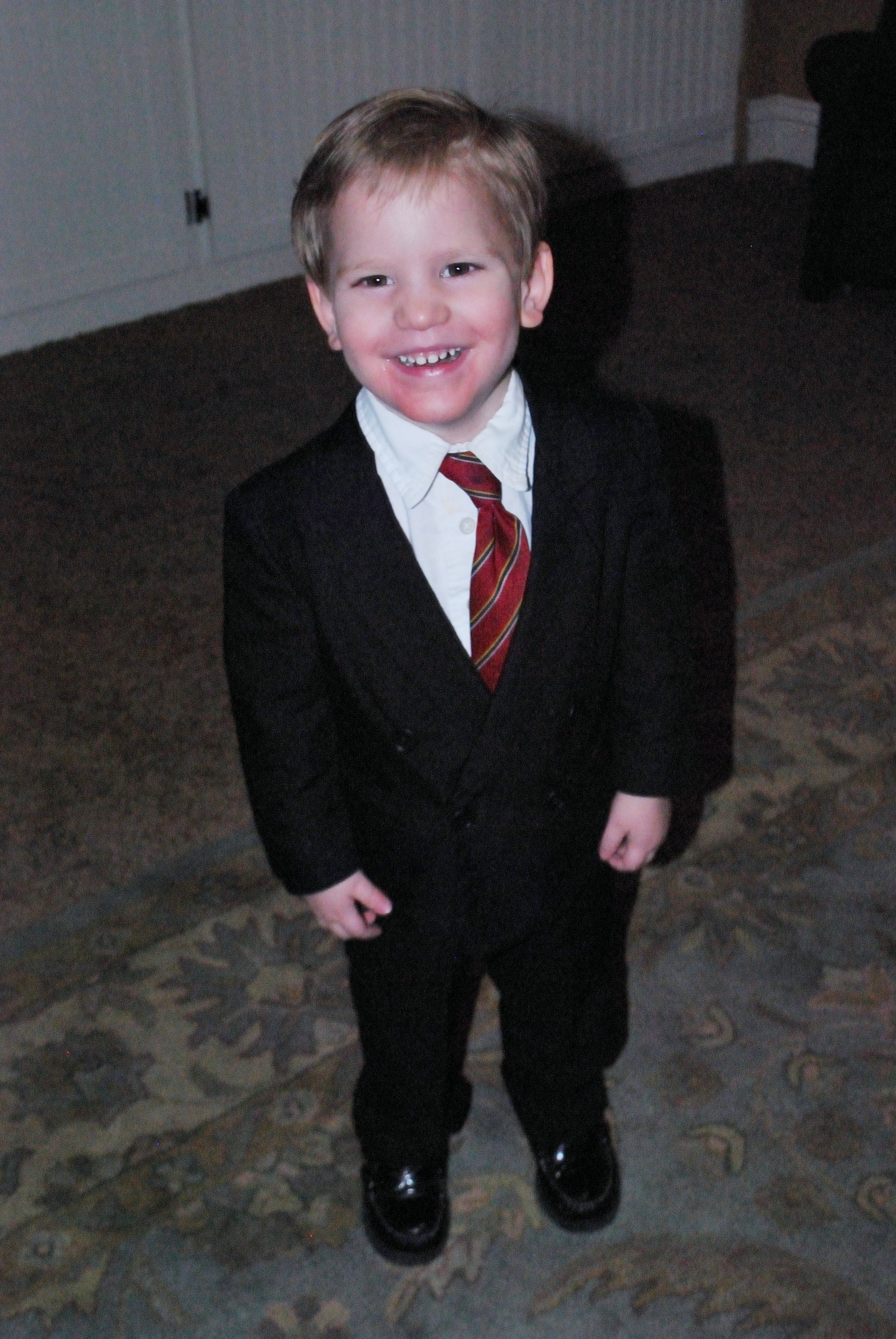 Shop boysâ suits to have him looking sharp for all those special events where he needs a more formal look. Boysâ dresswear will have him dressed to the nines with full suits and suit separates so you can mix-and-match his wardrobe. Sears is your go-to for boysâ suits.